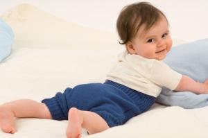 baby_mit_wollwindelhose
